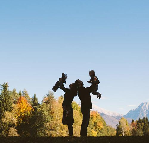 družina L. | Družinsko fotografiranje ~ Brdo pri Kranju
